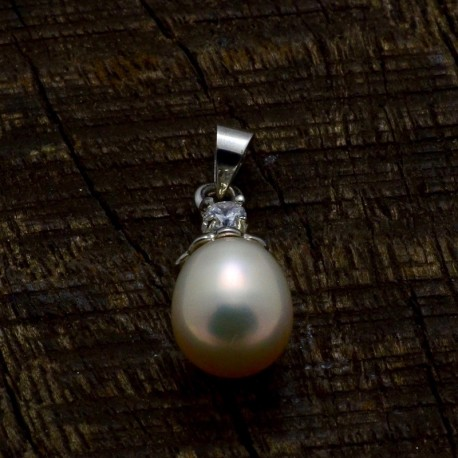 Pearl Pendent